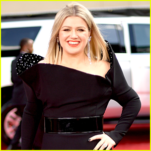 Kelly Clarkson Jokingly Credits Weight Loss to Harry Potter & Spanx!