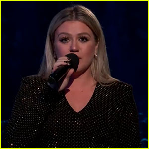 Kelly Clarkson Calls for Moment of Action & Change at Billboard Music Awards 2018 (Video)