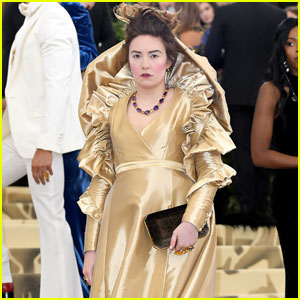 Lena Dunham Floats Her Way Into Met Gala 2018!