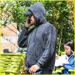 Leonardo DiCaprio Steps Out for Breakfast at Bubby's in NYC