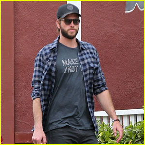 Liam Hemsworth Rocks 'Make Love Not War' T-Shirt for Brentwood Shopping Trip
