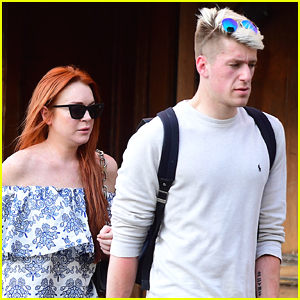 Lindsay Lohan Grabs Lunch with Mystery Man in NYC