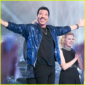 Lionel Richie Sings 'All Night Long' with 'American Idol' Top 10 on Season Finale (Video)
