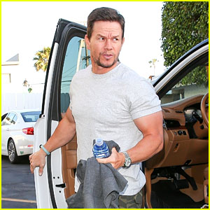 Mark Wahlberg Has an Early Birthday Dinner With Friends in Santa Monica!