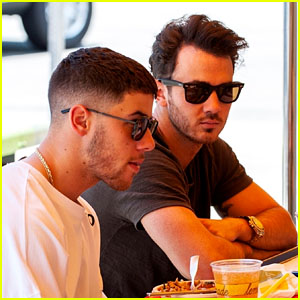 Nick Jonas & Kevin Jonas Grab Lunch Together in Studio City!