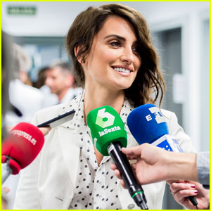 Penelope Cruz Presents Leukemia Research Grant to Hospital in Spain!