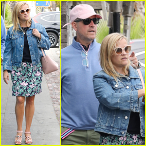 Reese Witherspoon & Jim Toth Grab Dinner in Venice!