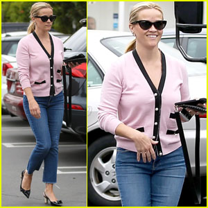 Reese Witherspoon Is Pretty in Pink While Running Errands!