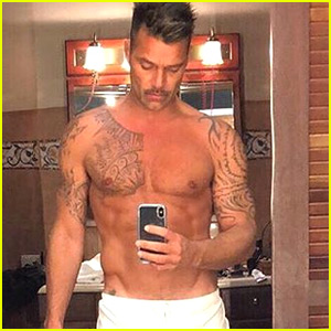Ricky Martin Bares Ripped Abs in Super Hot Pic!