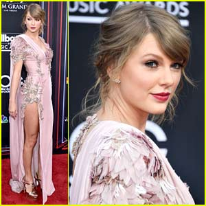 Taylor Swift Walks First Red Carpet in Two Years at Billboard Music Awards 2018!