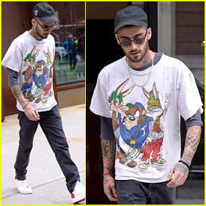 Zayn Malik Leaves Gigi Hadid's Apartment in 'Looney Tunes' T-Shirt
