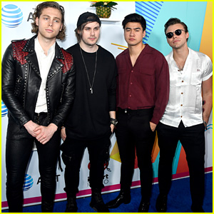 5 Seconds of Summer Debut at No. 1 on the Billboard 200 Chart With 'Youngblood'!