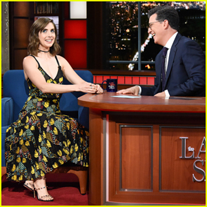 Alison Brie Reveals Her Sister Stole Seth Rogen's Phone at Golden Globes 2018!