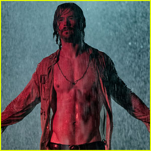 Chris Hemsworth Goes Shirtless in Two New Movie Stills!