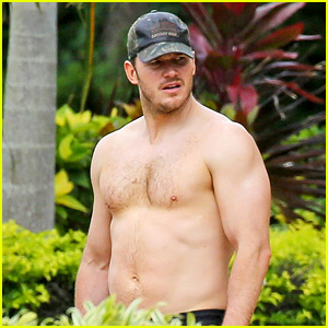 Chris Pratt Goes Shirtless, Shows Off His Hot Body in Hawaii!