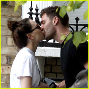 Daisy Ridley Shares a Kiss With Tom Bateman in London!