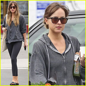 Dakota Johnson Goes On a Grocery Run
