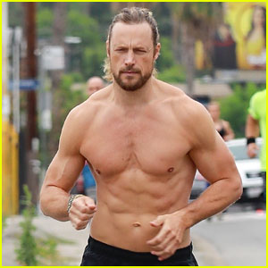 Gabriel Aubry Bares Ripped Body for a Shirtless Workout