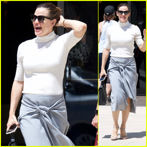 Jennifer Garner Looks Chic While Attending Sunday Church Service!