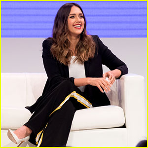 Jessica Alba Speaks at Women Rule Summit!