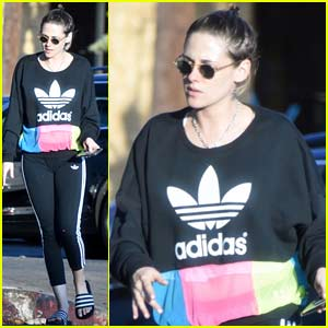 Kristen Stewart Stops By the Nail Salon for a Mani/Pedi!