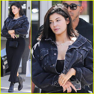 Kylie Jenner Returns To Los Angeles, Goes Makeup Free