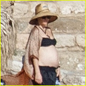 Pregnant Kate Hudson Wears a Bikini on Vacation in Greece!