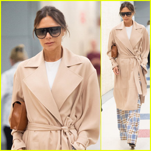 Victoria Beckham Looks Stylish Arriving at the Airport in NYC!