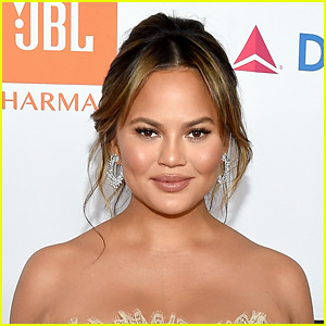 Chrissy Teigen Fires Back at Troll Calling Her 'Narcissistic' for Posting Breastfeeding Photo