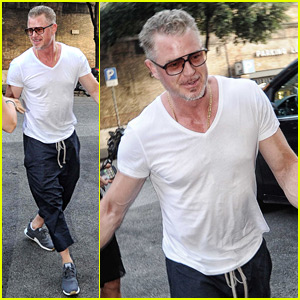 Eric Dane Dons a White T-Shirt While Out in Rome!