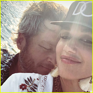 Gwen Stefani & Blake Shelton Look So in Love During Lake Trip with Her Sons