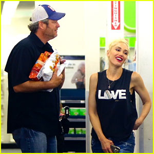Gwen Stefani & Blake Shelton Pick Up Snacks with the Kids!