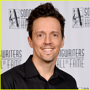 Jason Mraz Talks About His Sexuality & Experiences with Men