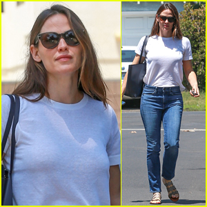 Jennifer Garner Celebrates Her Chickens' First Birthday! (Video)