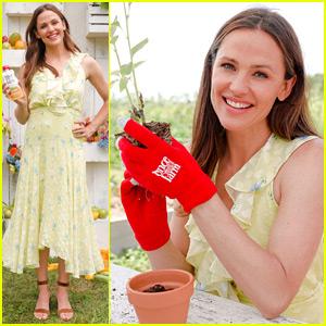 Jennifer Garner Hosts Once Upon a Farm Event!