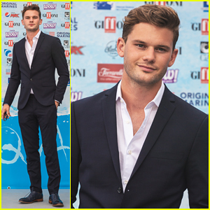 Jeremy Irvine Says Singing In 'Mamma Mia! Here We Go Again' Gave Him 'Stagefright Like Never Before'