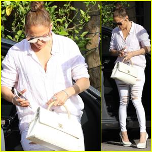 Jennifer Lopez Looks Chic Arriving to the Studio in LA!