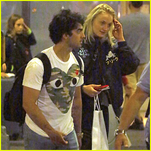 Joe Jonas & Fiancee Sophie Turner Arrive in New York City Together