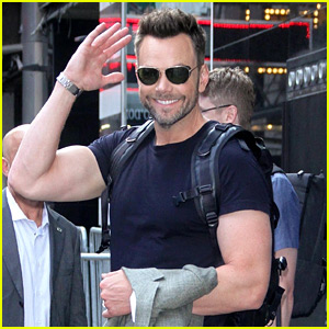 Joel McHale Shows Off His Big Biceps in New York City!