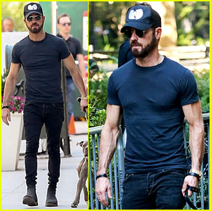 Justin Theroux Puts His Toned Torso on Display in Tight T-Shirt