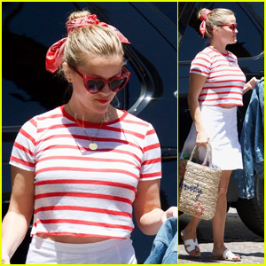 Reese Witherspoon Sports Heart-Shaped Glasses for a Day in the Sun With Friends!