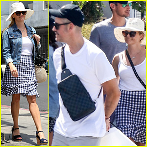 Reese Witherspoon Spends Casual Day in Venice with Jim Toth