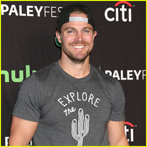 Stephen Amell Strips to His Birthday Suit for Poolside Photo!
