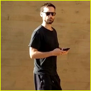 Tobey Maguire Grabs Dinner With a Friend at Nobu!