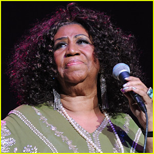 Aretha Franklin's Rep Says She's 'Seriously Ill' & 'Surrounded By Family'