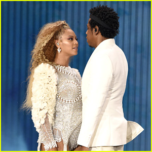 Fan Crashes the Stage & Runs After Beyonce & Jay-Z During Concert in Atlanta!