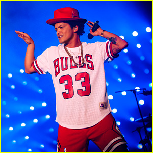 Bruno Mars Plays a Rare Festival Show at Lollapalooza!