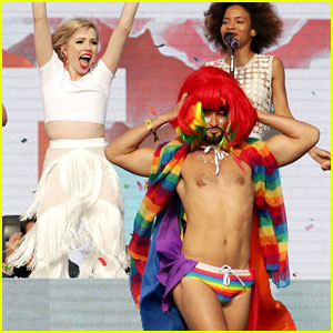 Carly Rae Jepsen Welcomes Wig-Throwing Dancer Mark Kanemura to the Stage at Outside Lands!