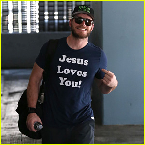 Chris Pratt Hits the Gym in a 'Jesus Loves You' Shirt