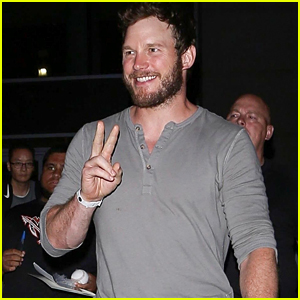 Chris Pratt Is All Smiles After UFC 227 Event in LA!